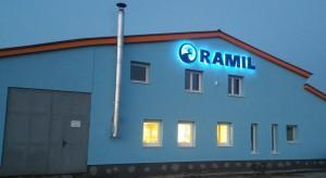 RAMIL - budova v noci